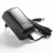 P2012-A12 Trickle Battery Charger for 12V Lead Acid Battery