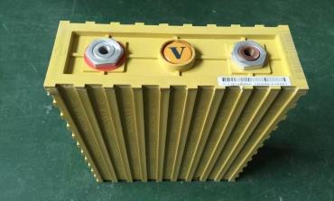磷酸铁锂电池结构部分分解